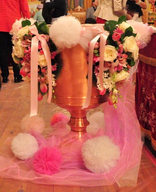 Aranjament Cristelnita de Botez cu Tull si Flori Roz