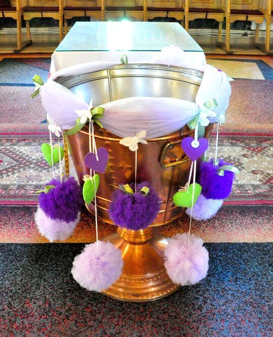 Decoratiune Cristelnita de Botez cu Bile de Tulle