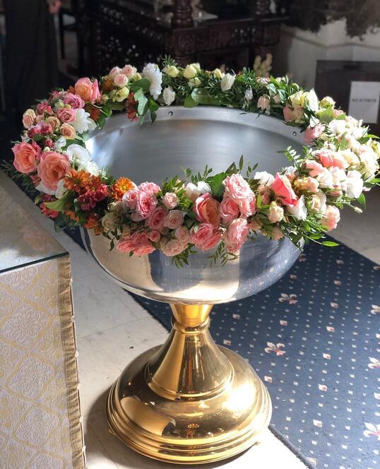 Decoratiune Cristelnita de Botez cu Flori Roz, Corai si Portocalii
