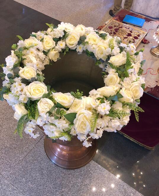 Decoratiune pentru Cristelnita de Botez cu Flori Artificiale