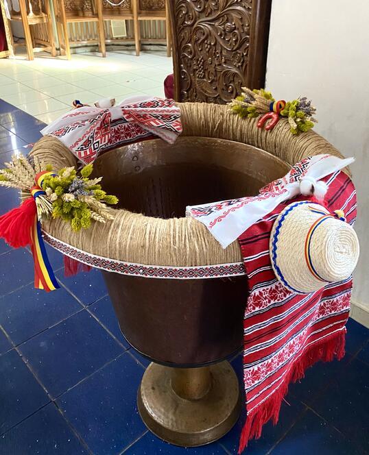 Decoratiune pentru Cristelnita de Botez Traditionala