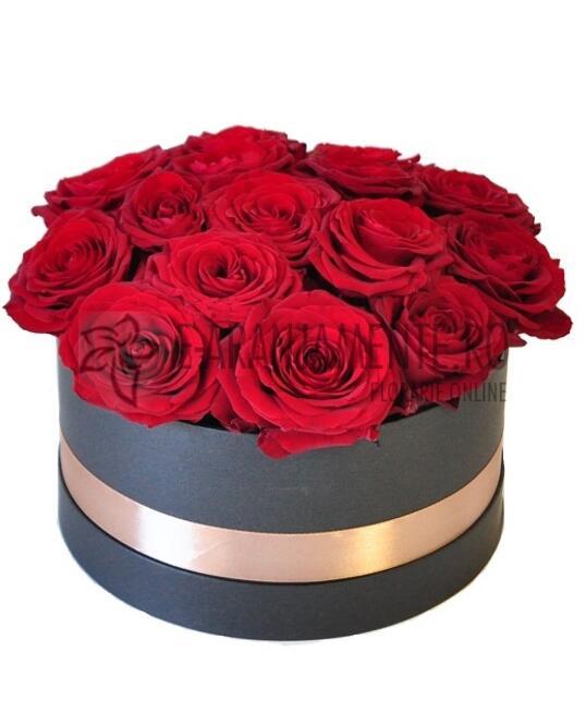 Cutie Rotunda cu 15 Trandafiri