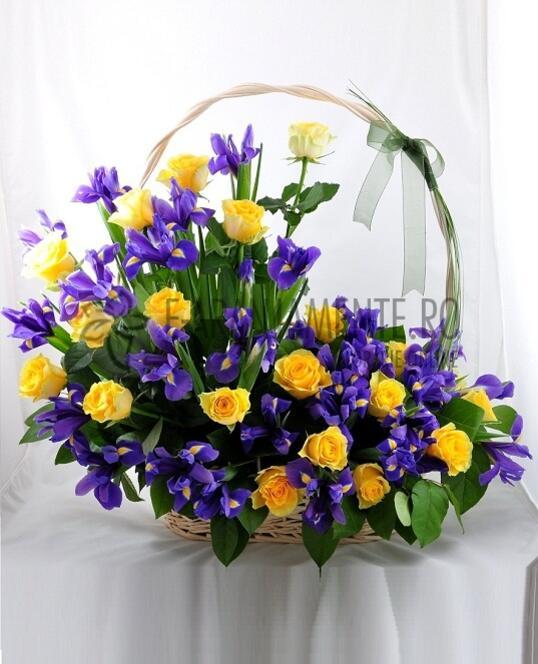 Cos Mare cu Trandafiri si Irisi