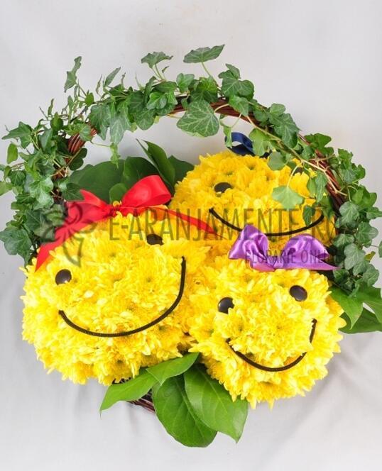 Cos cu 3 SmileyFace din Flori
